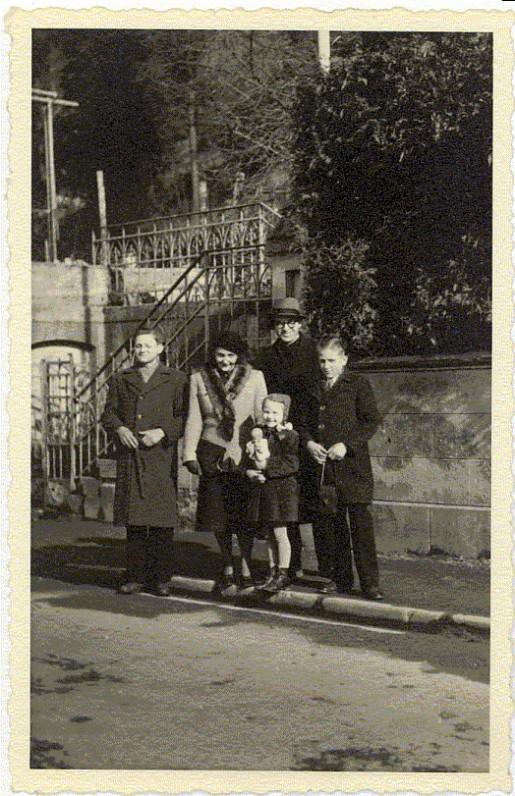 A. ir B. Brazdžioniai su vaikais Algiu, Saule ir Daliumi Ravensburge 1949 m.