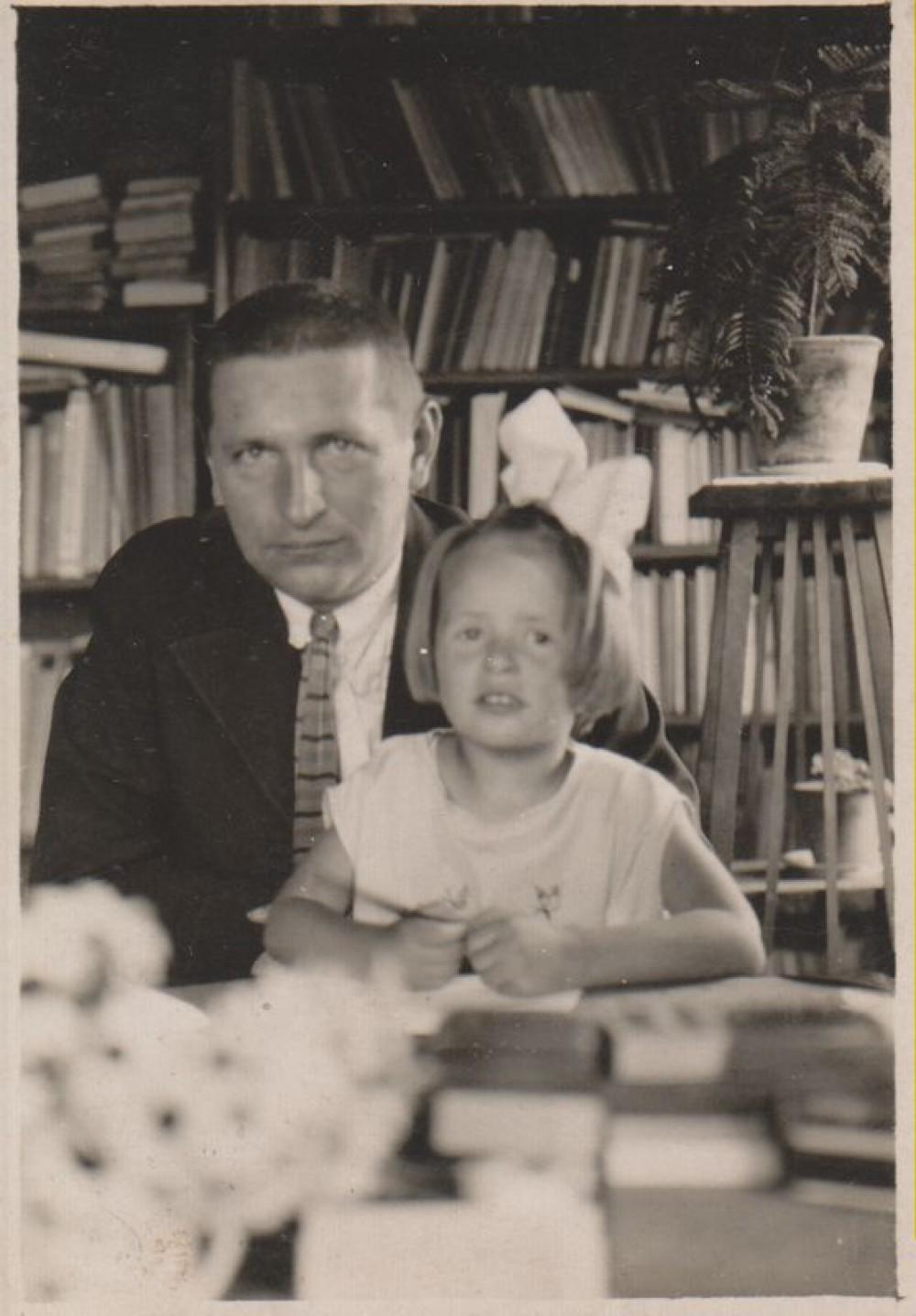 B. Sruoga su dukra Dalia, 1930 m.