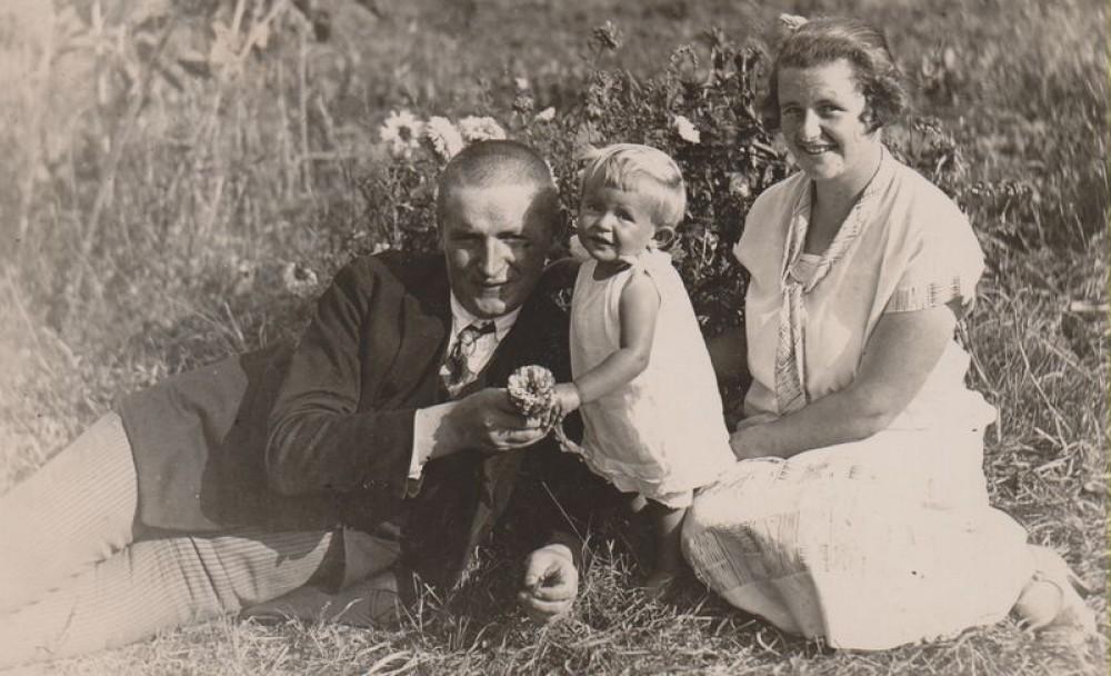 Balys Sruoga su dukra Dalia ir žmona Vanda, 1926 m.