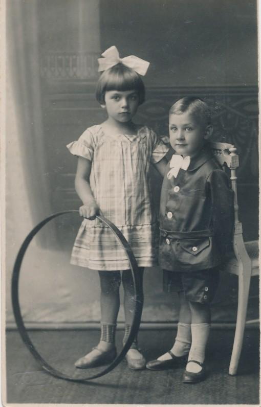 K. Binkio vaikai Levutė ir Gerardas.1927 m.
