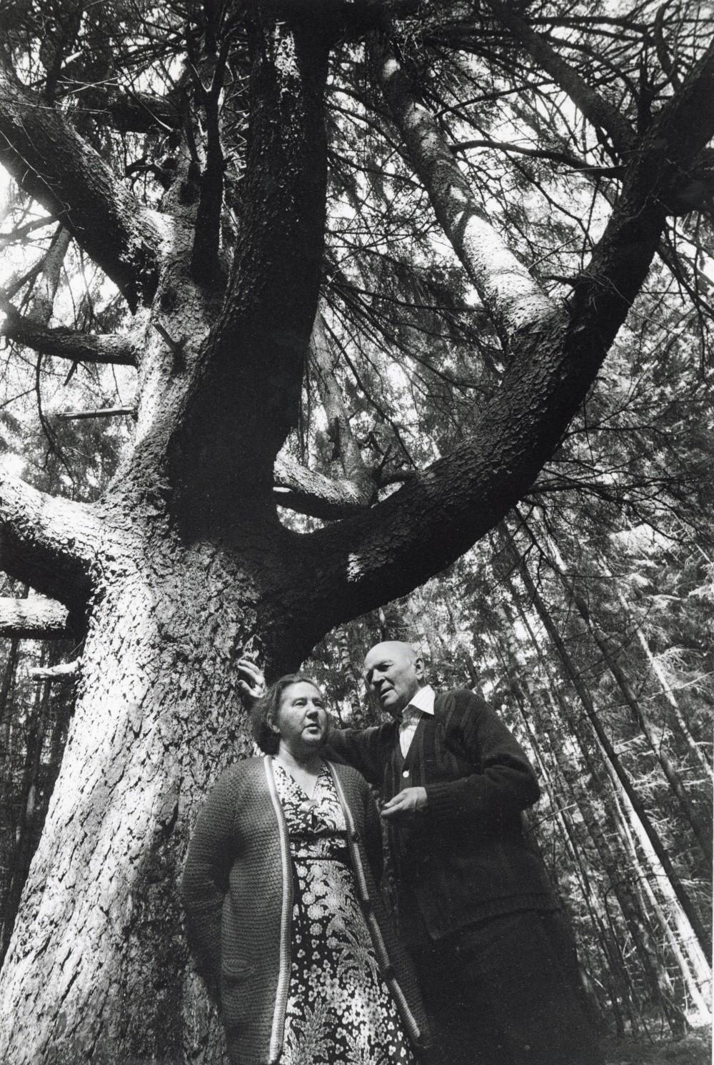 M. Mironaitė ir J. Baltušis Paalksnio kaime. 1985 m. R. Rakausko nuotr.