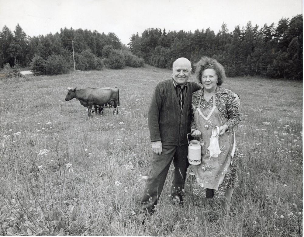 M. Mironaitė ir J. Baltušis Paalksnio kaime. 1985 m. R. Rakausko nuotrauka