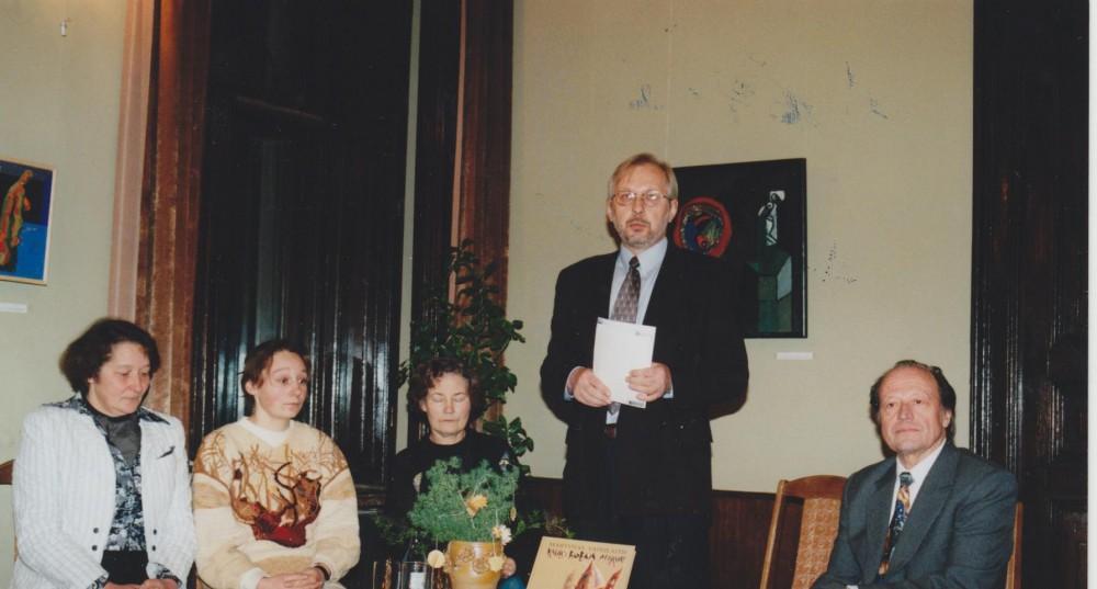 """M. Vainilaičio knygos """"Kaulo bobos apžavai"""" pristatymas, 1999 gruodis"""