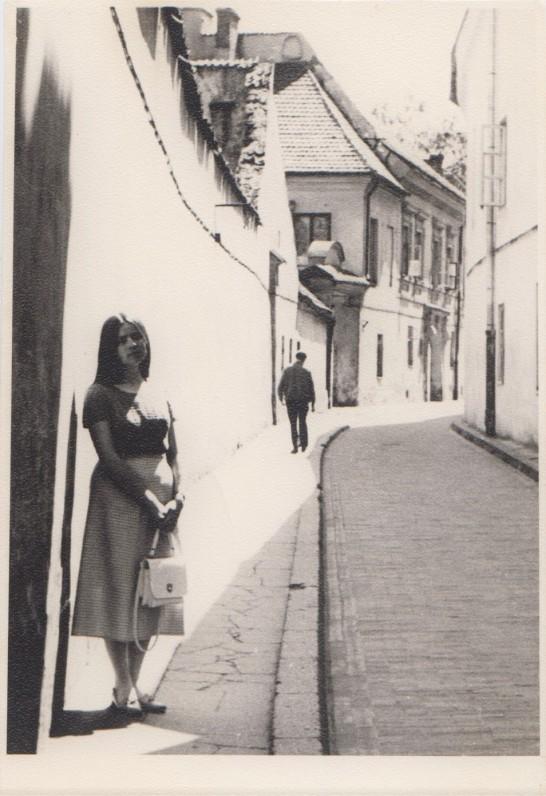 Pilies skersgatvyje. 1971, liepa