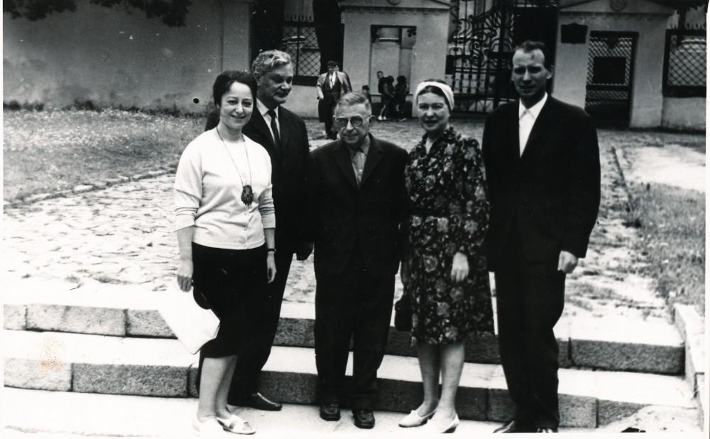 Vertėja Lena Zonina, rašytojas Eduardas Mieželaitis, Žanas Polis Sartras, Simone de Beauvoir, Mykolas Sluckis