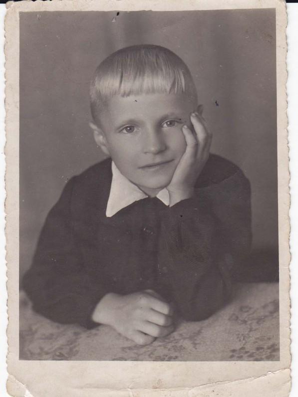 B. Radzevičius vaikystėje. Kaunas, 1948 m.