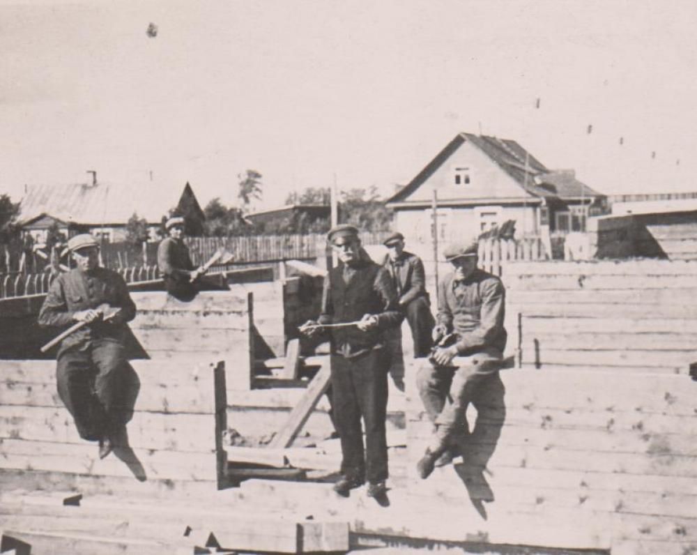 Bugių darbininkai namo statybos metu Kaunas. 1938 m. vasara