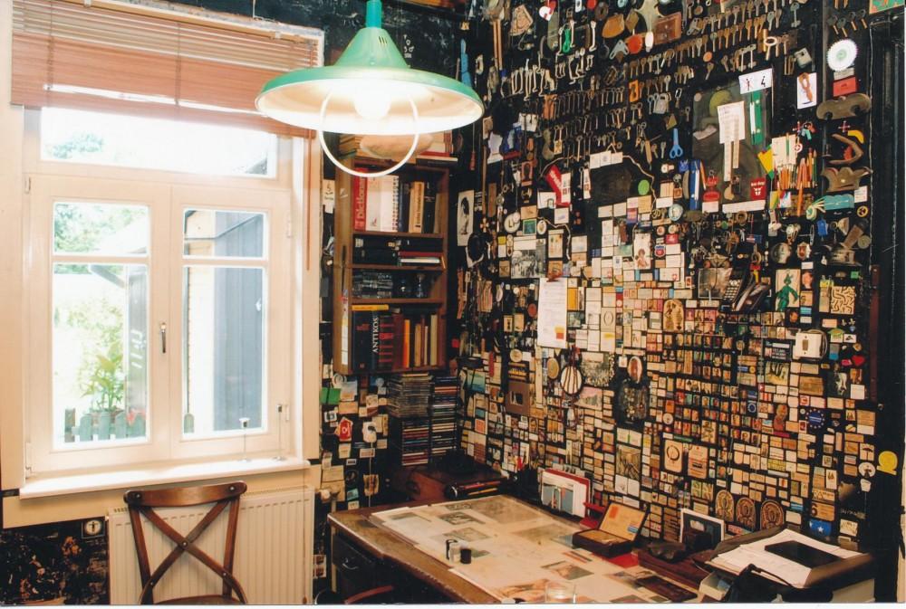 Darbo kambarys, siena ir rašomasis stalas, 2006 m.
