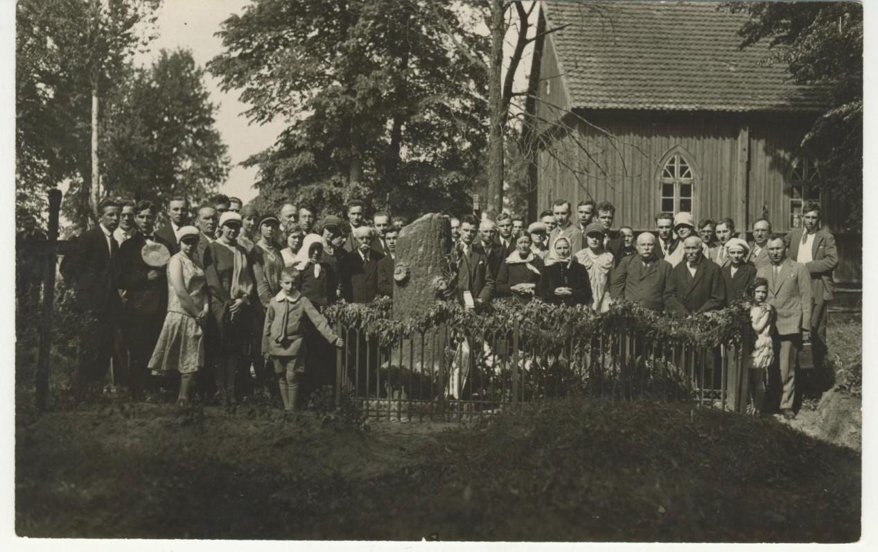 Ekskursija prie V. Kudirkos kapo Naumiestyje (Vilkaviškio r.). 1930 m.