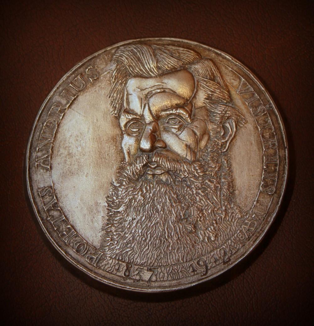 """Medalis """"Poetas Andrius Vištelis"""". Skulptorius Algirdas Bosas. 1987 m."""