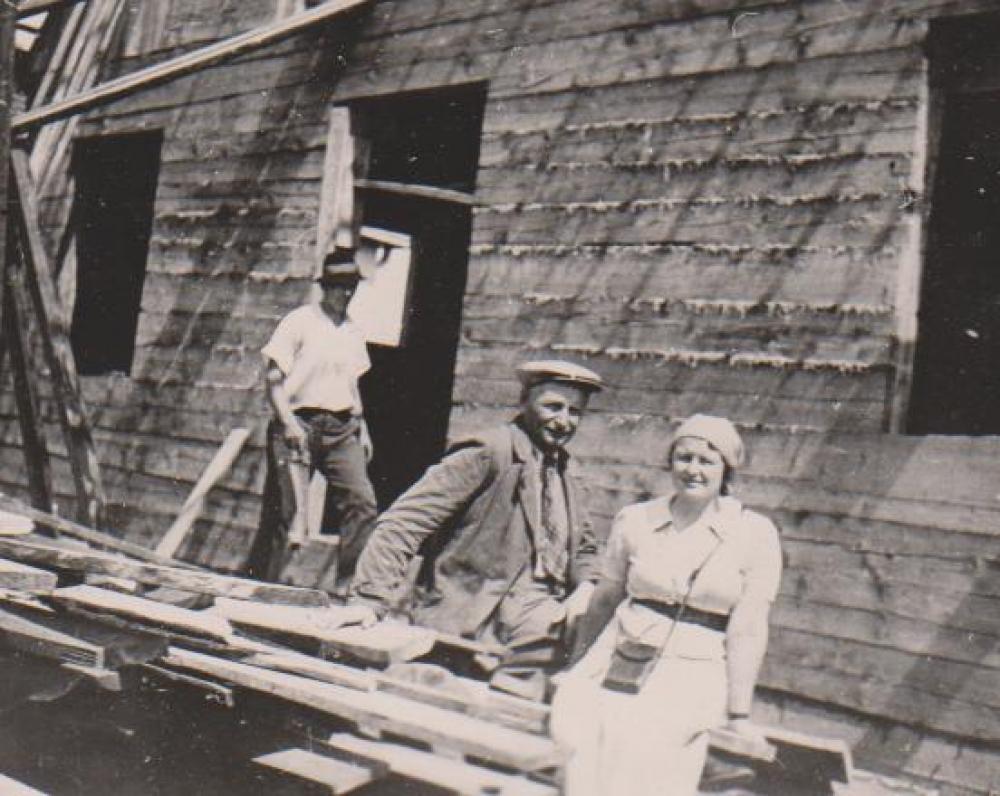 Namo statybos. Balys Sruoga ir Vanda Sruogienė. Kaunas. 1938 vasara