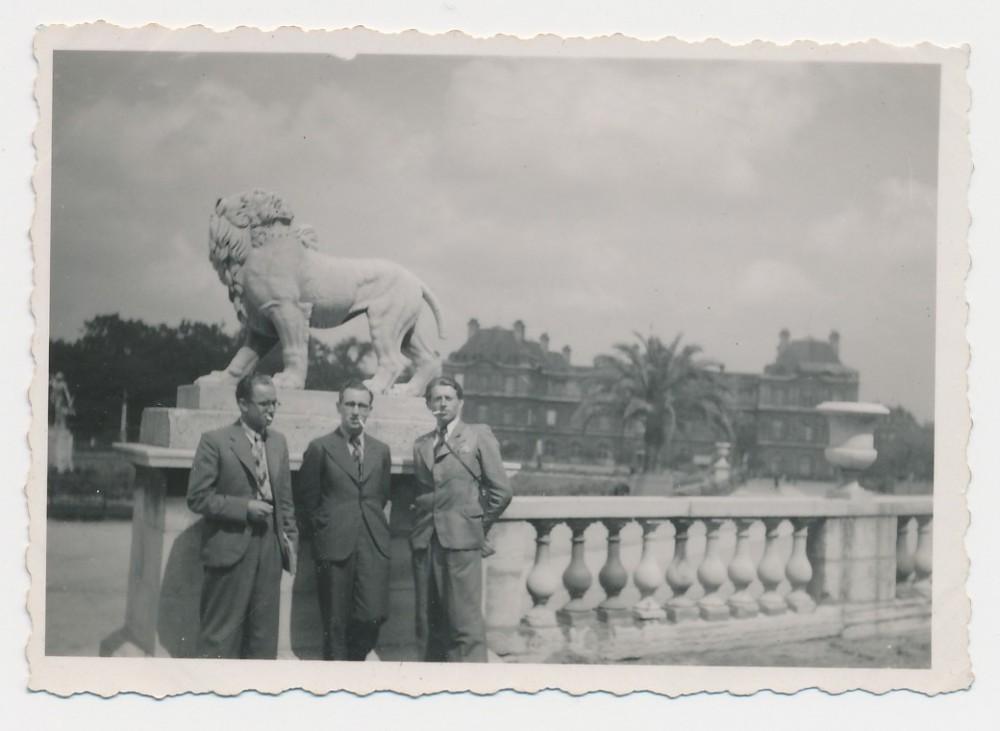 Petras Rimkūnas (dešinėje) su draugais. Nica, Prancūzija. 1938 m.