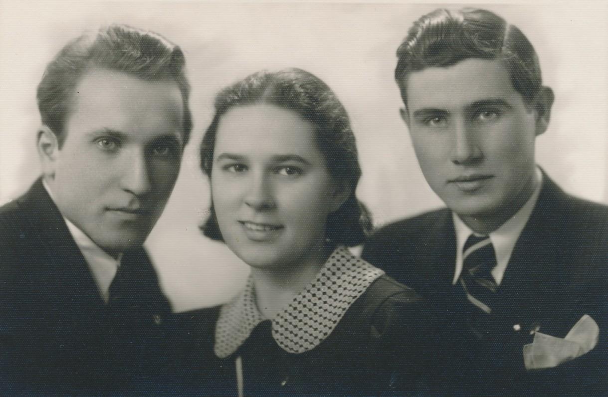 Pirmoji teatro studijos valdyba. Grincevičius – pirmas iš kairės. 1935 m.