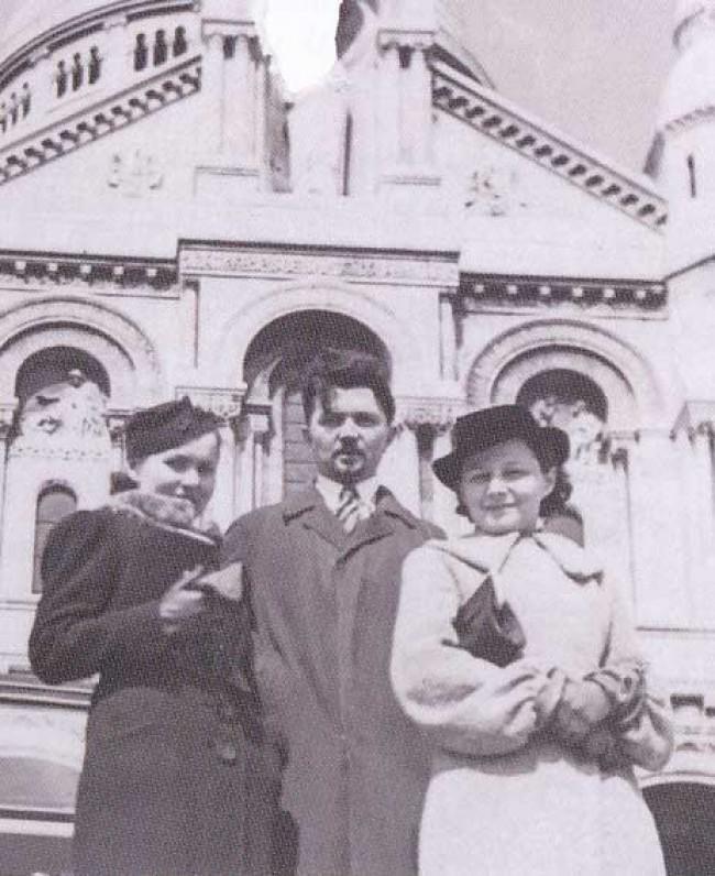 Salomėja Nėris ir Bernardas Bučas su Marija Cvirkiene. Paryžius, 1937 m.