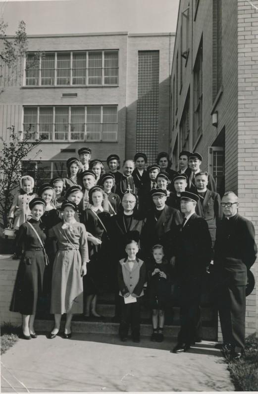 Šatrijiečių draugija. Trečioje eilėje antras iš kairės – Č. Grincevičius. Apie 1952 m. Čikaga