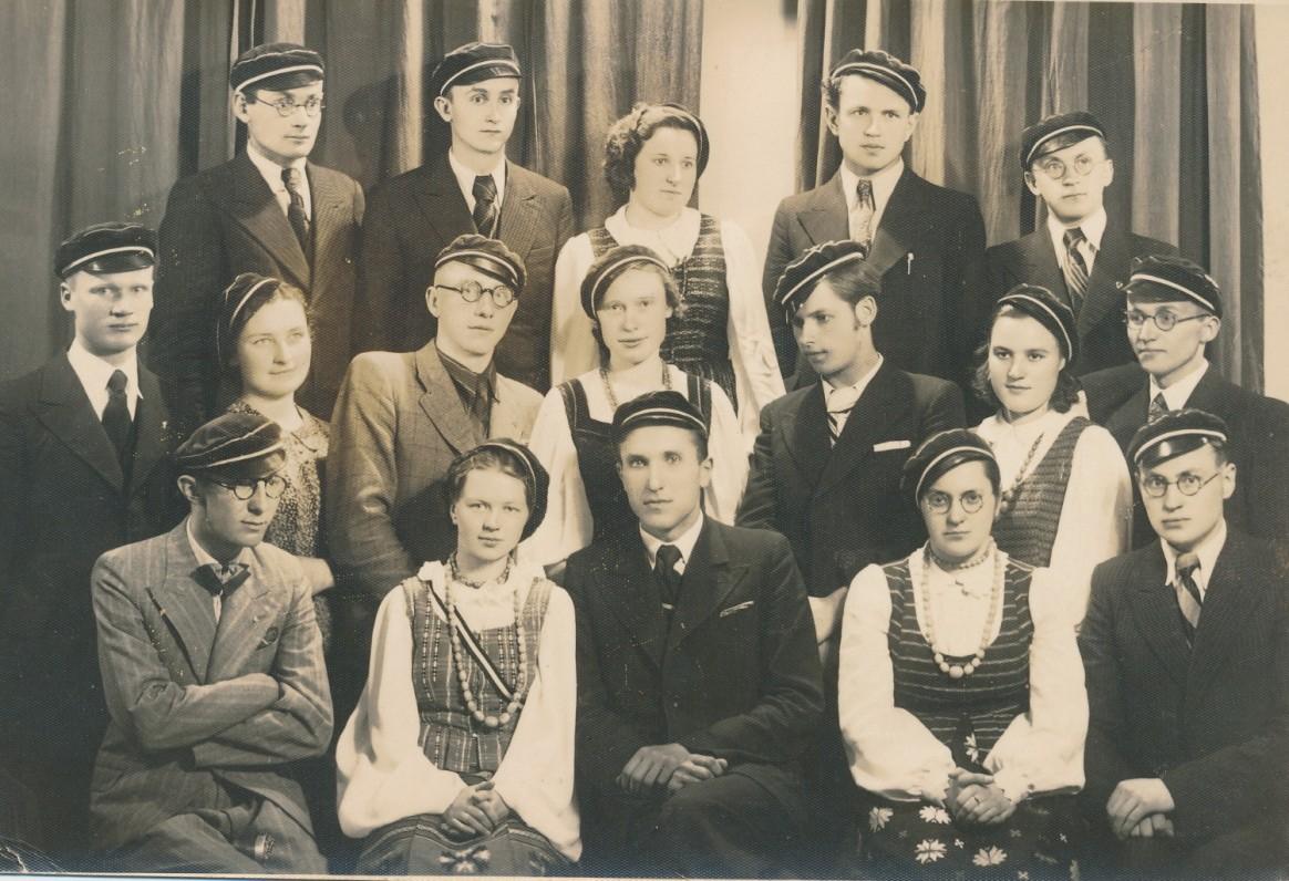 Šatrijos draugija. Pirmoje eilėje centre – Č. Grincevičius. Apie 1940 m.