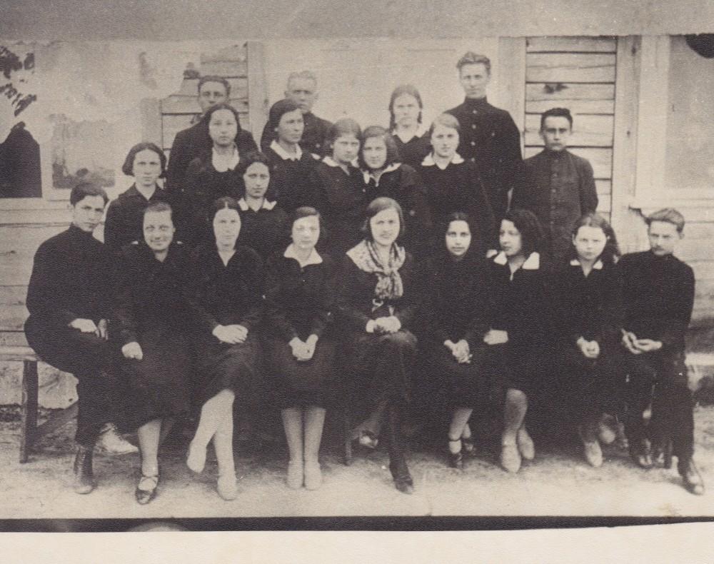 Su savo auklėtiniais Lazdijuose. 1930 m.
