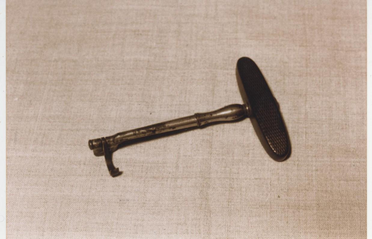 V. Kudirkos asmeninis daiktas – dantų traukiklis. XIX a.