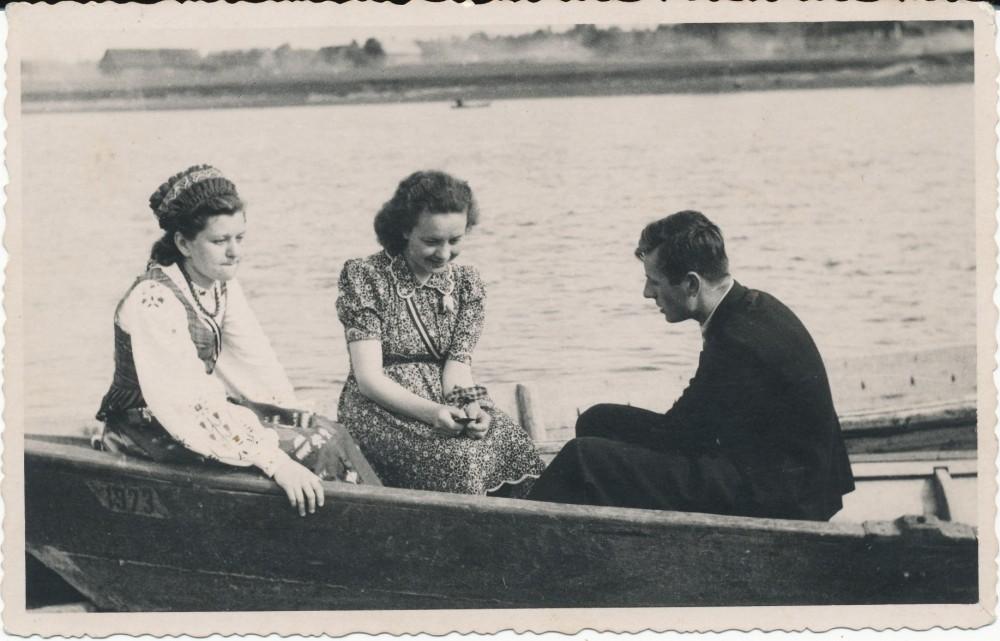 Valtyje Kaune, Nemune, 1940 m. M. Dulskytė, Monika Bernatavičiūtė, Vytautas Mačernis