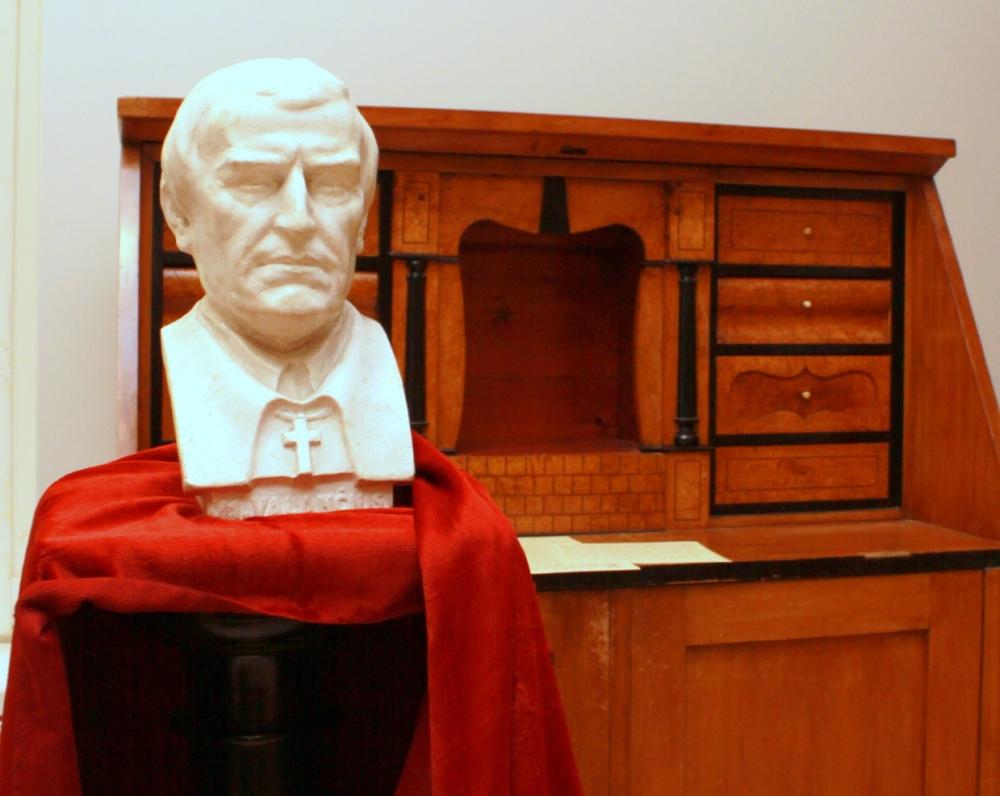 Vyskupui M. Valančiui priklausęs stalas-sekreteras. XIX a.