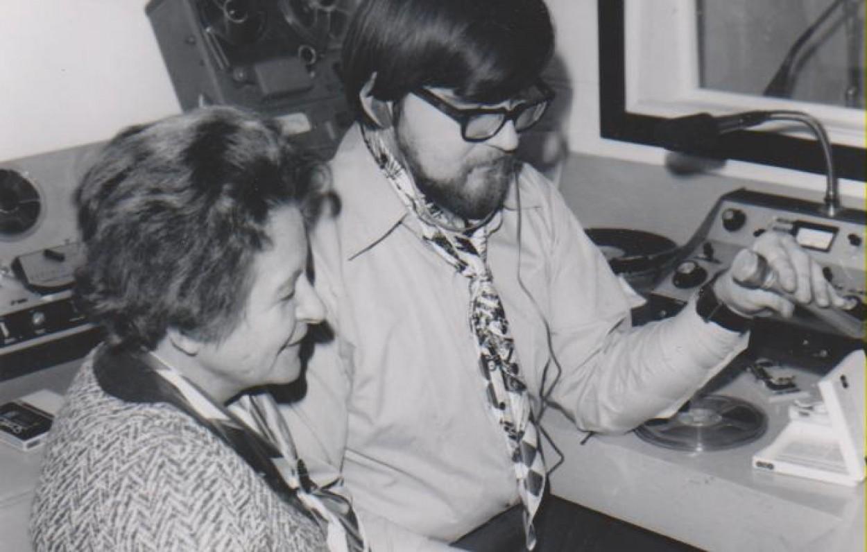 """""""Pelkių žiburėlio"""" redaktoriai D. Sruogaitė ir Romas Sakadolskis. Čikaga, apie 1970 m."""