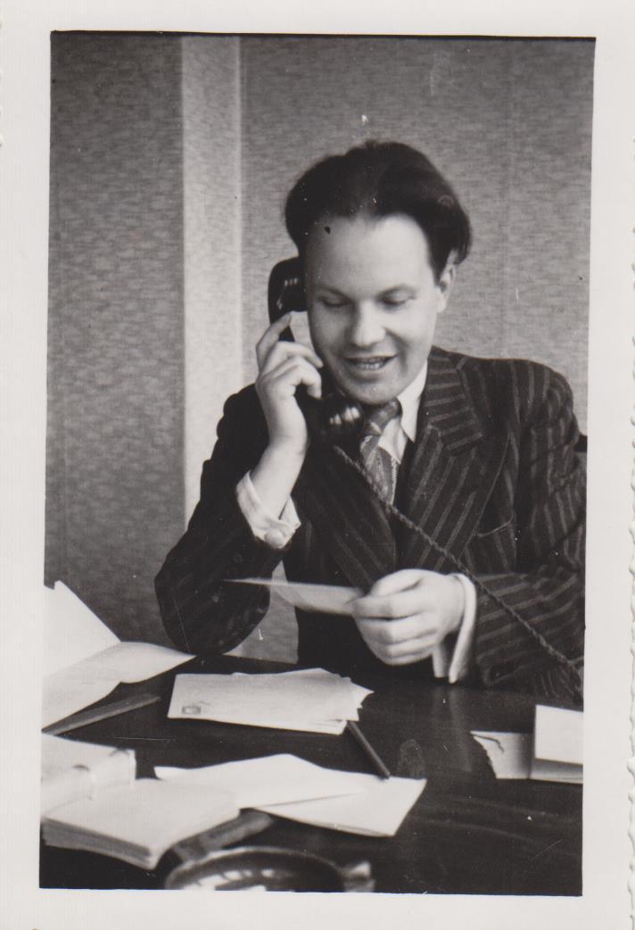 Stepas Zobarskas redakcijoje apie 1941 m.
