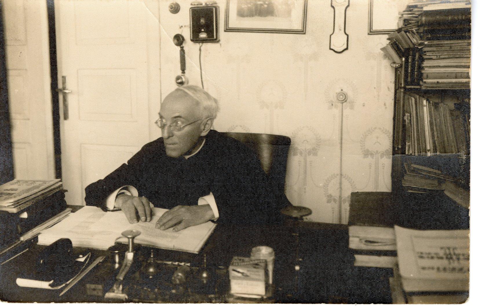 A. Jakštas savo kabinete. Kaunas. Apie 1935 m.