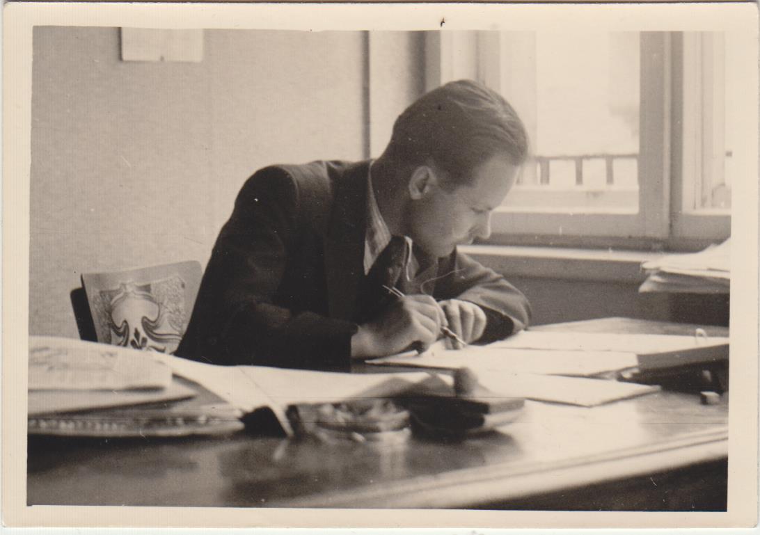 Stepas Zobarskas redakcijoje apie 1944  m.