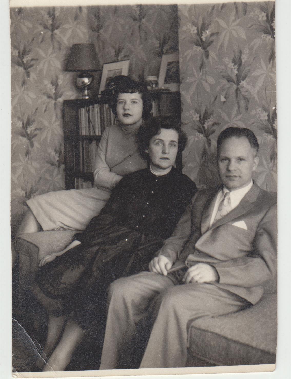 Su žmona Matilda ir dukra Nijole. Niujorkas. 1958 m.