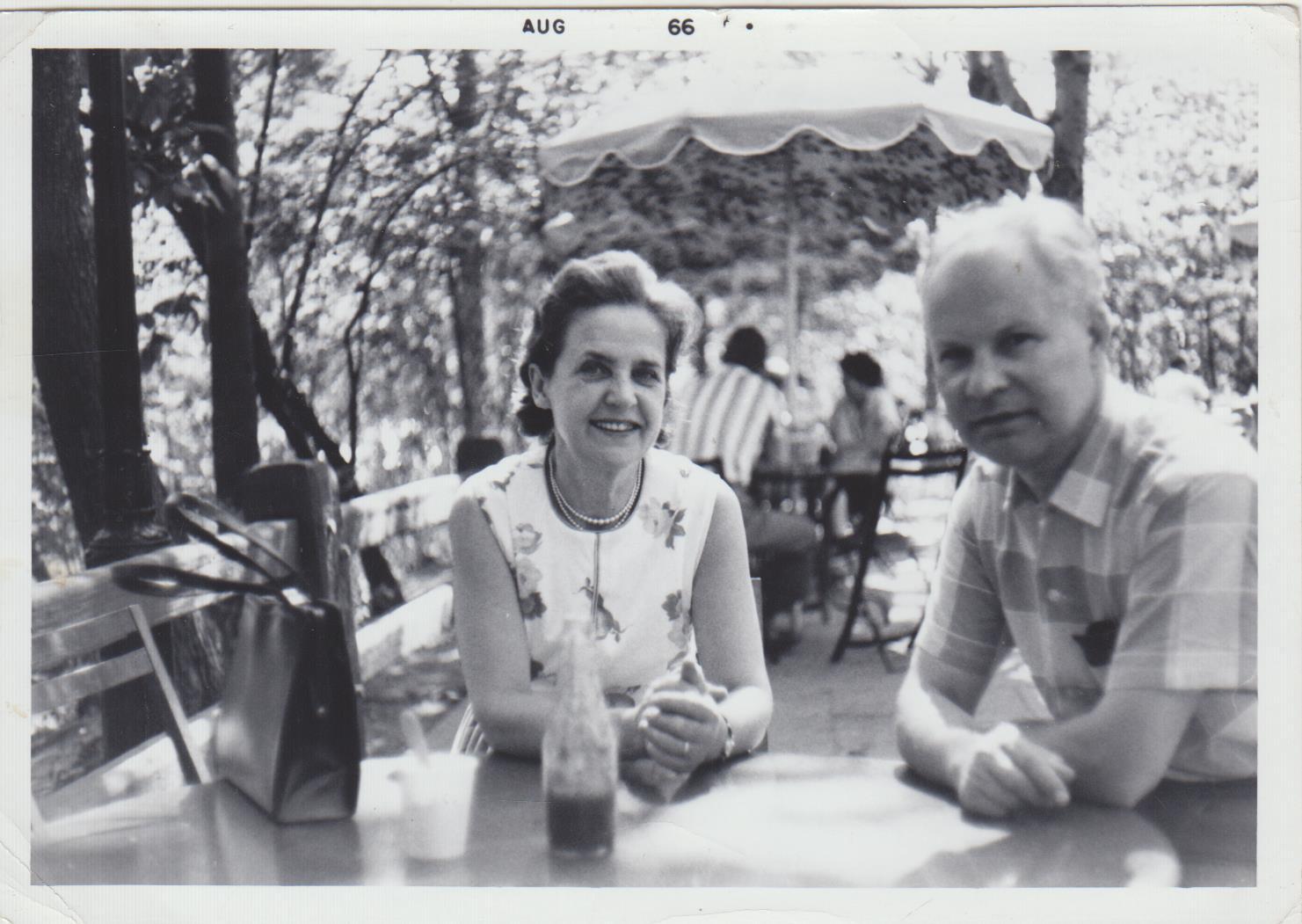 """Su žmona Matilda """"parke, kuris yra netoli mūsų"""". Niujorkas. 1966 m."""