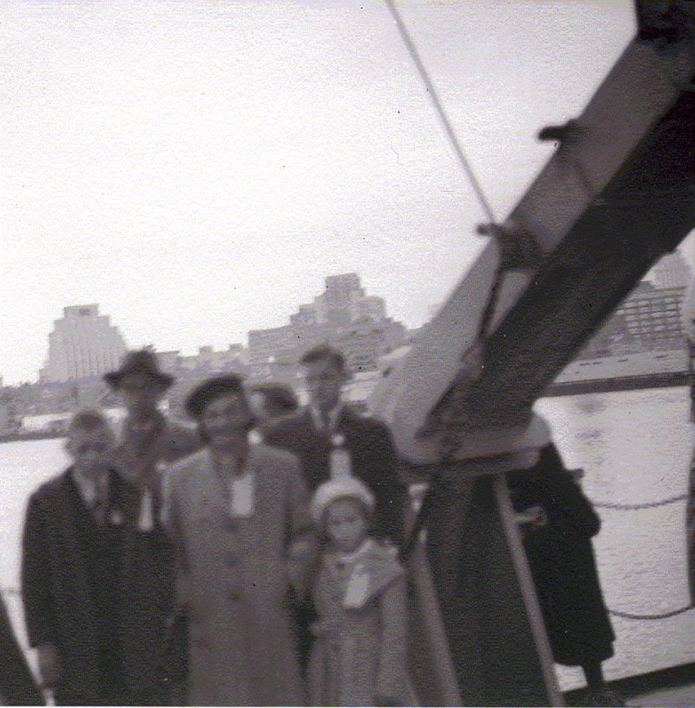 """1949 m. gegužės 15 d., sekmadienį, laivu """"Eltinge"""" Brazdžionių šeima atplaukė į Bostono uostą"""
