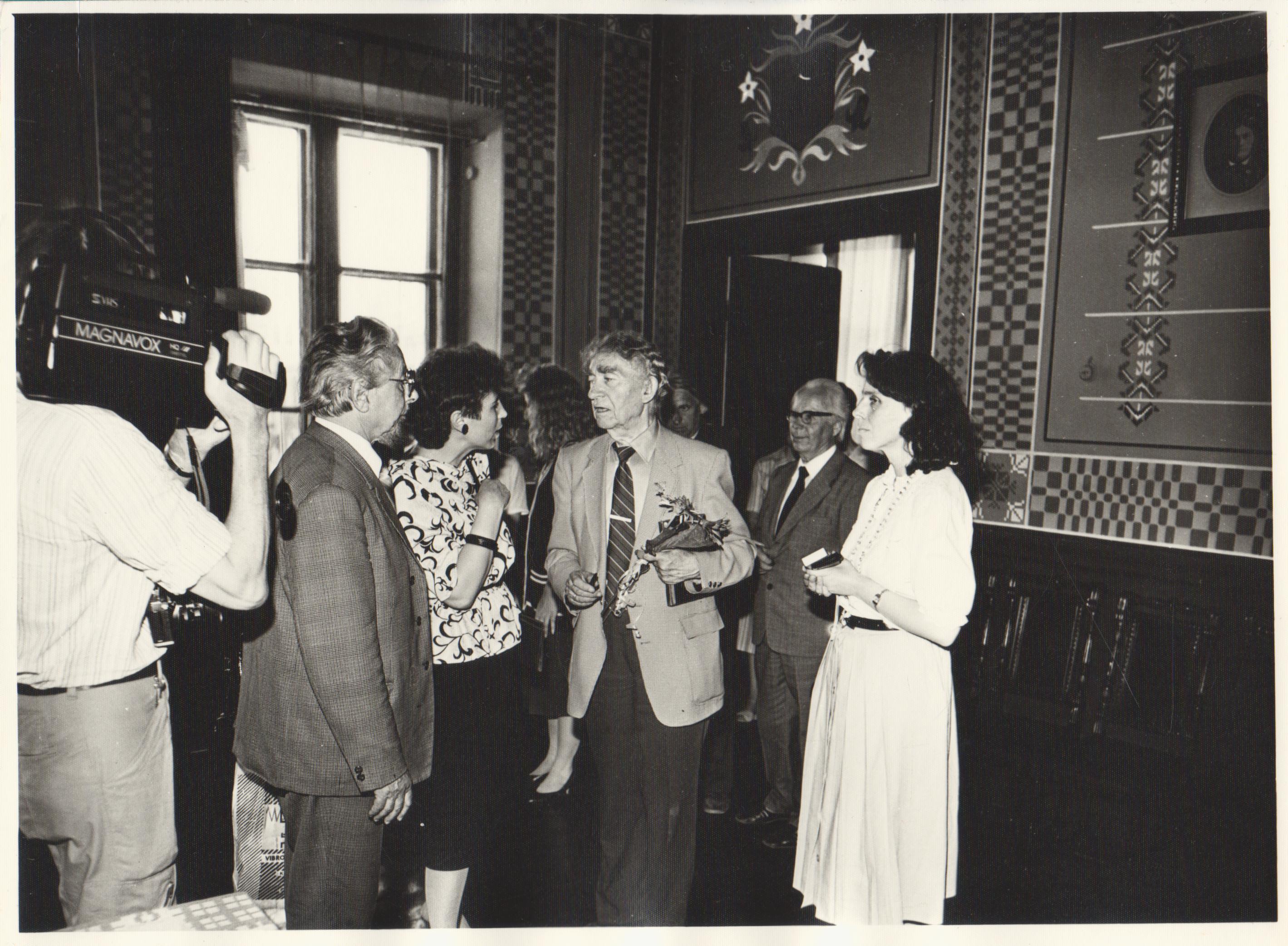B. Brazdžionis Maironio lietuvių literatūros muziejuje. 1989 m. Iš kairės: L. Narbutas, A. Ruseckaitė, B. Brazdžionis, D. Kuizinienė