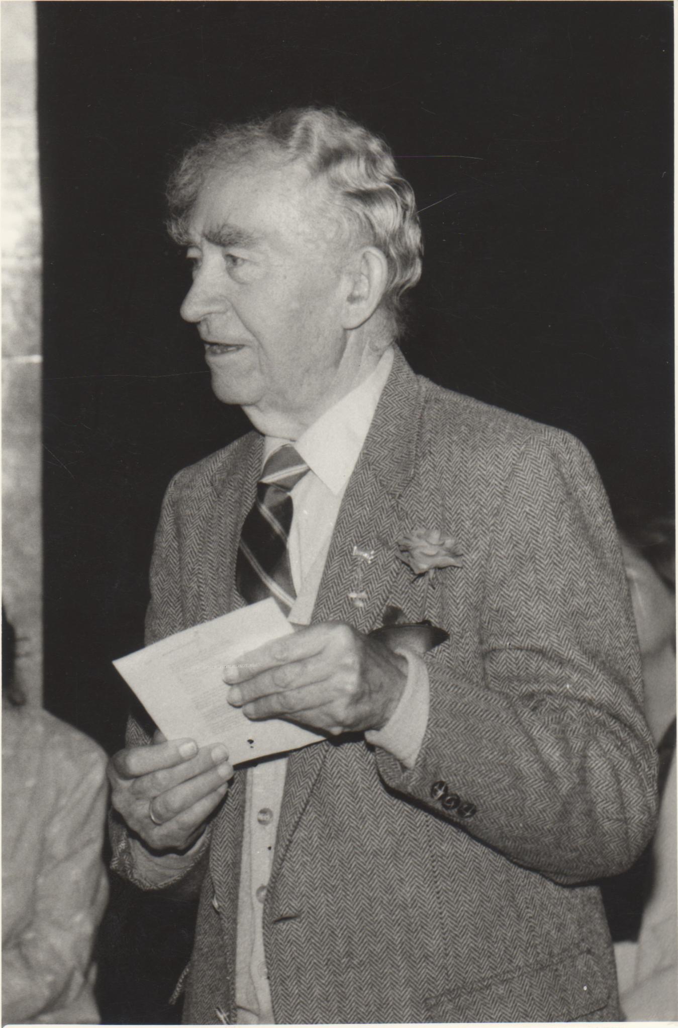 Bernardas Brazdžionis Kudirkos Naumiestyje. 1991 m.