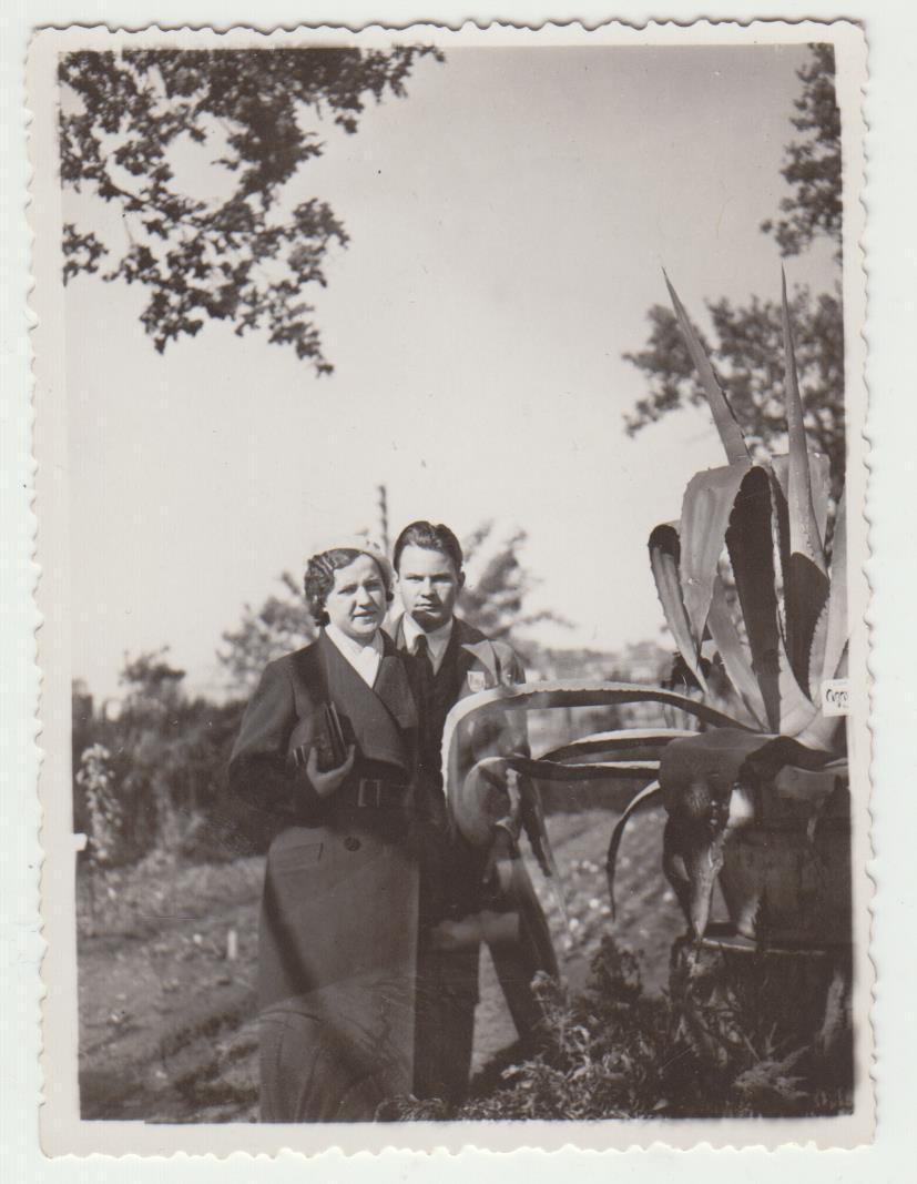 Su žmona Matilda Kauno botanikos sode. Apie 1938 m.