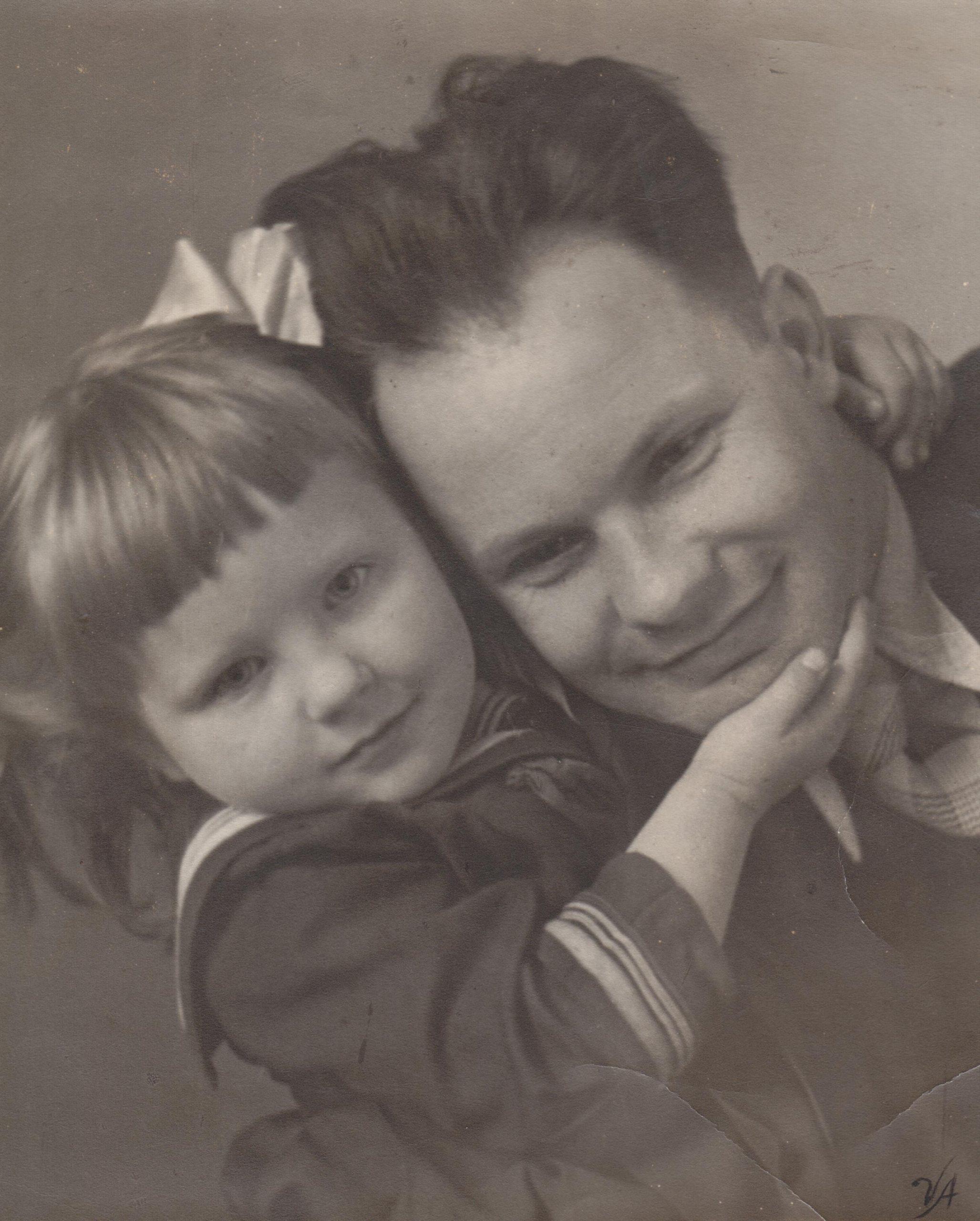 Su dukrele Nijole apie 1940 m.