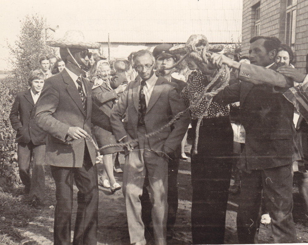 A. Baltrūnas – piršlys pusbrolio T. Raižės vestuvėse. 1975 09 13