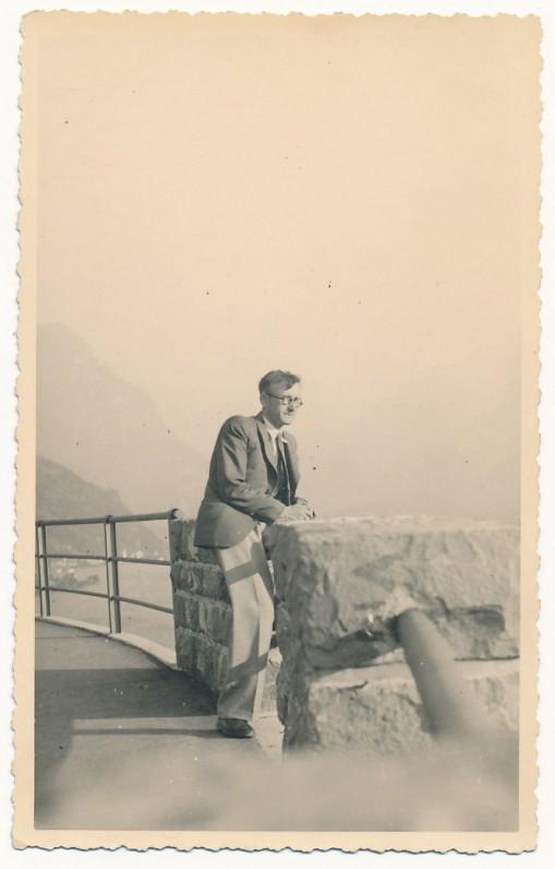 A. Vaičiulaitis prie Keturių Kantonų ežero. Šveicarija, apie 1937 m.