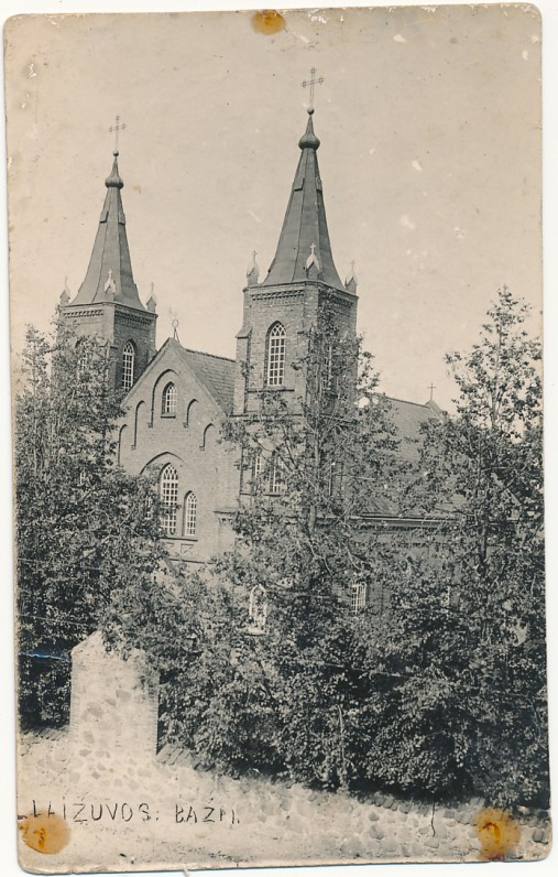 A. Vienažindžio statyta Laižuvos bažnyčia, hitlerininkų susprogdinta 1944 m. XX a. pr. Fotoatvirukas