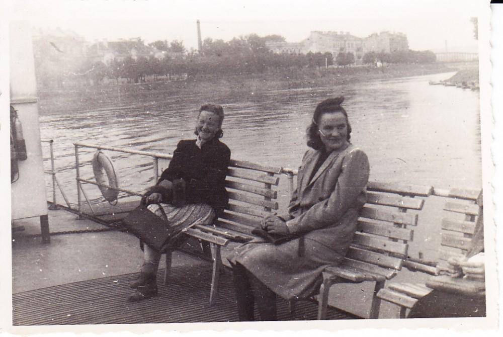 Alė Rūta – pirma iš kairės. Vilnius, 1942 m.