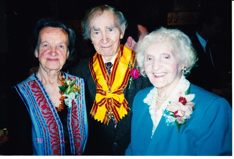 Alė Rūta su B. ir A. Brazdžioniais Šv. Kazimiero parapijos salėje. Los Andželas, 1998 m. kovo 11 d.