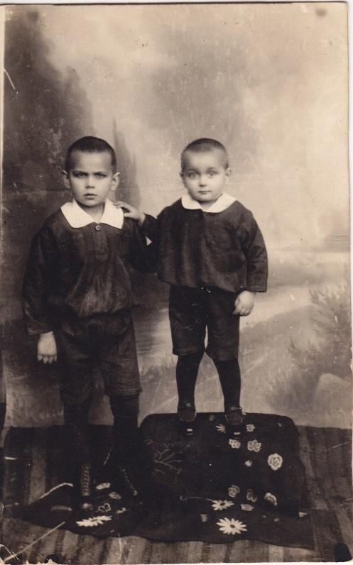 Aleksas (dešinėje) ir Mykolas Baltrūnai. 1928 m.