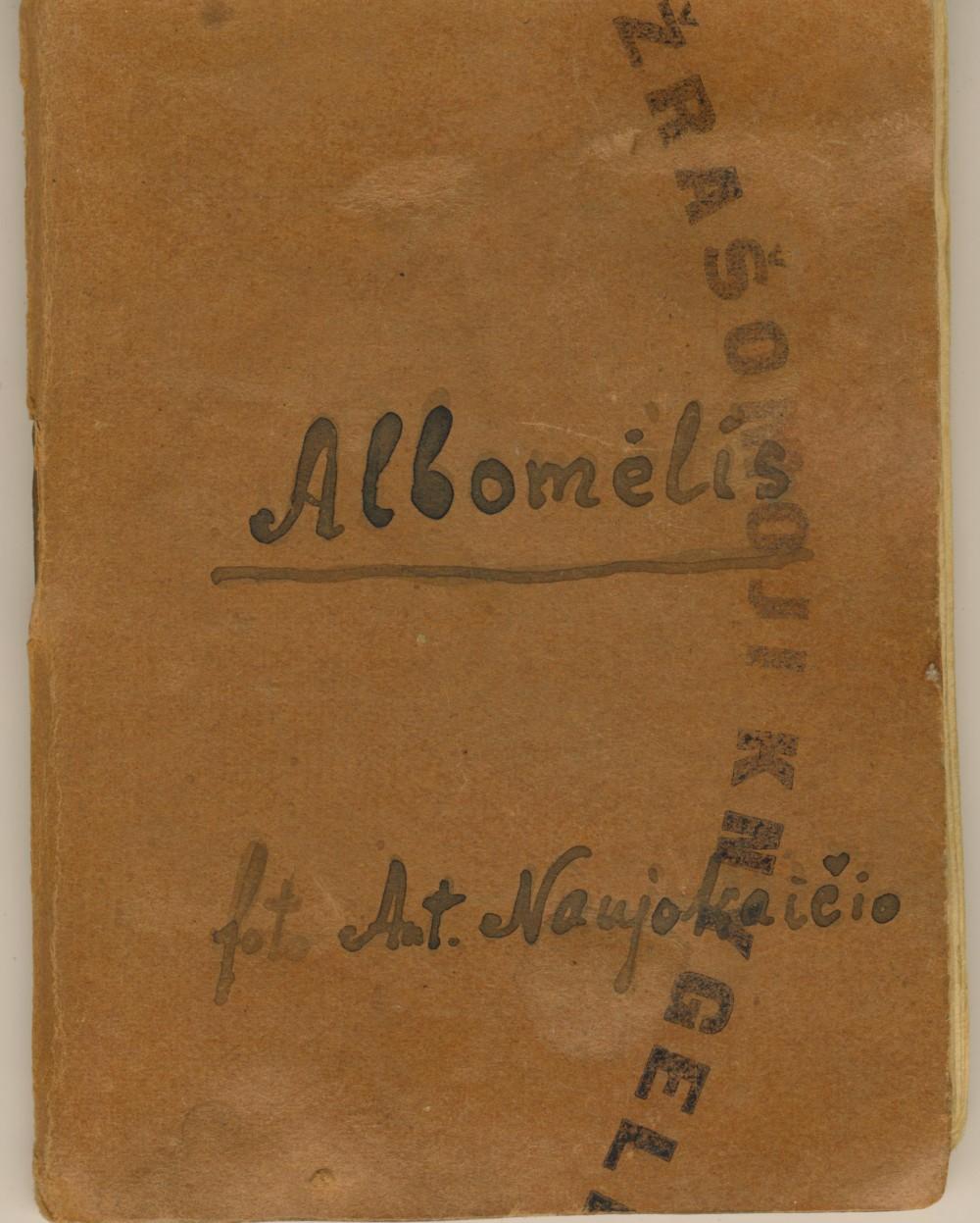 Antano Naujokaičio nuotraukų albumėlis. Yra G. Petkevičaitės, Antano Vienuolio-Žukausko ir kitų portretų. 1942 m.