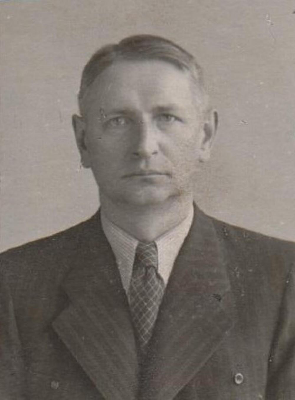 Apie 1933 m.