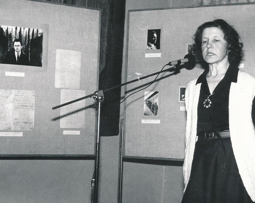 B. Baltrušaitytė pasakoja apie Antaną Masionį Maironio lietuvių literatūros muziejuje. 1991 m.
