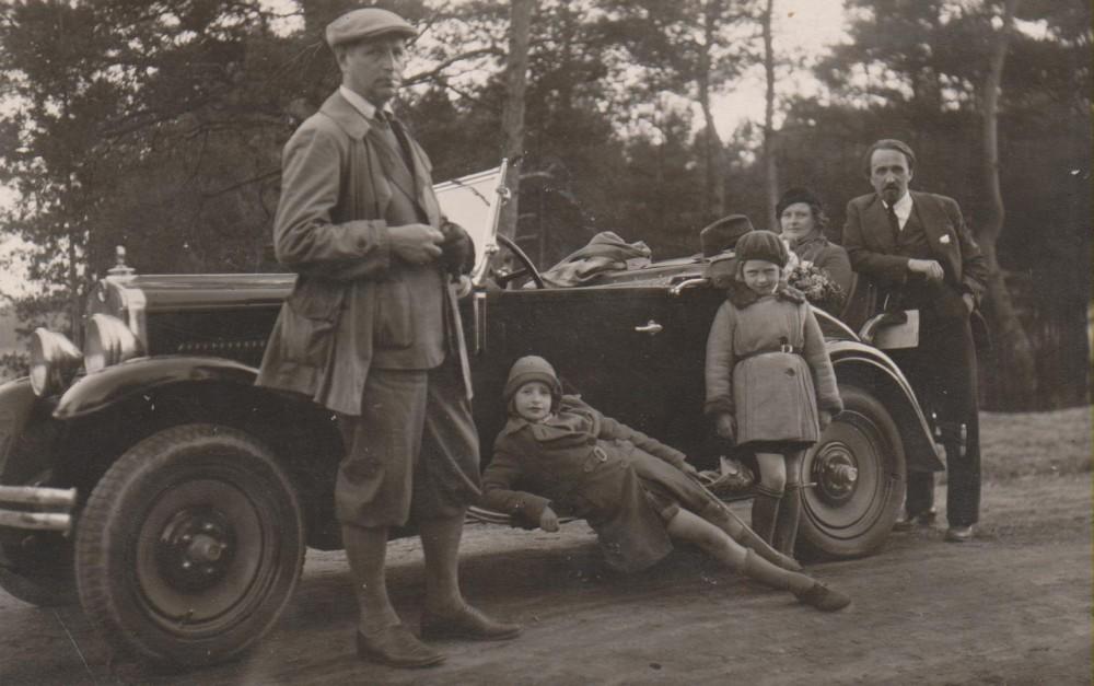 B. Sruoga, D. Sruogaitė, D. Karužaitė, V. Sruogienė, J. Nemeikša. Kačerginė, 1930 m.
