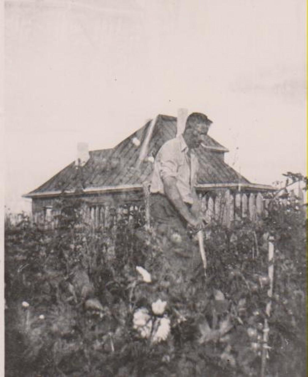 B. Sruoga savo sode. Kaunas. 1938 m.