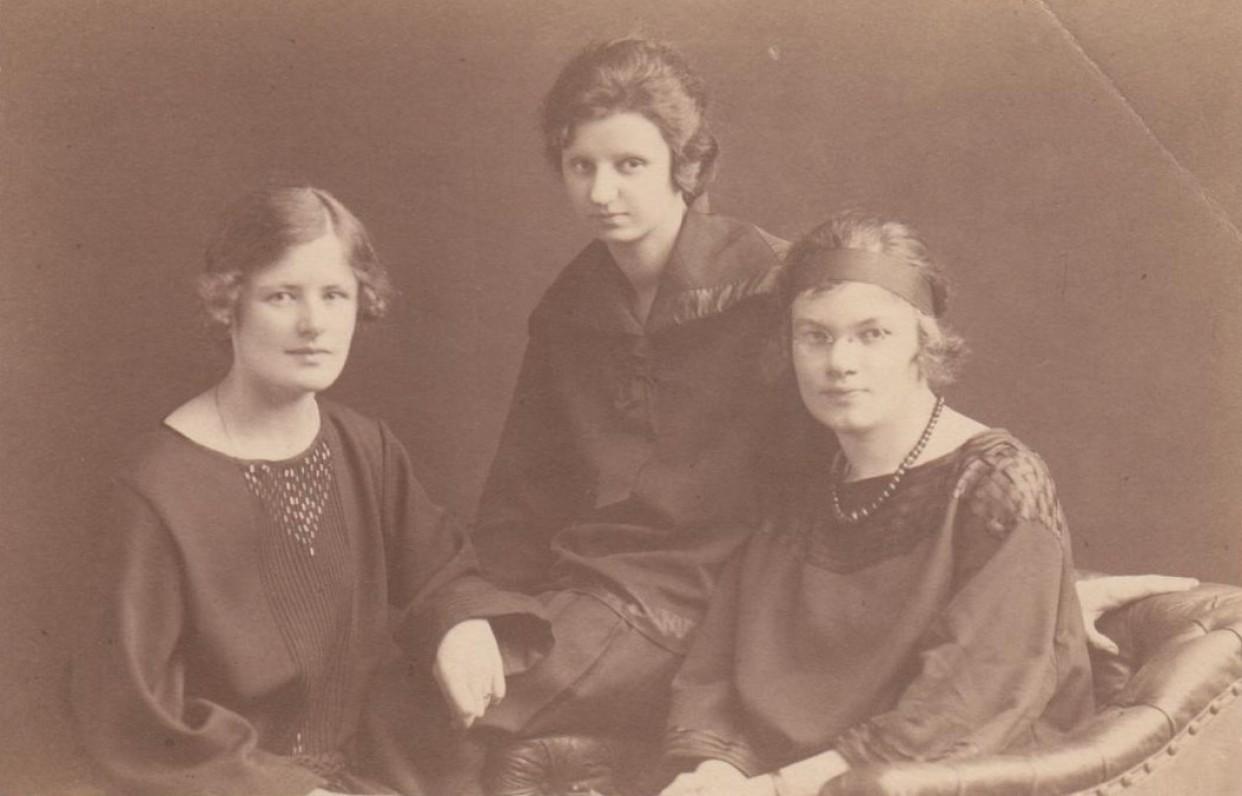Berlyno universiteto studentės. V. Daugirdaitė, S. Laucevičiūtė, V. Gravrogkaitė. Apie 1922 m.