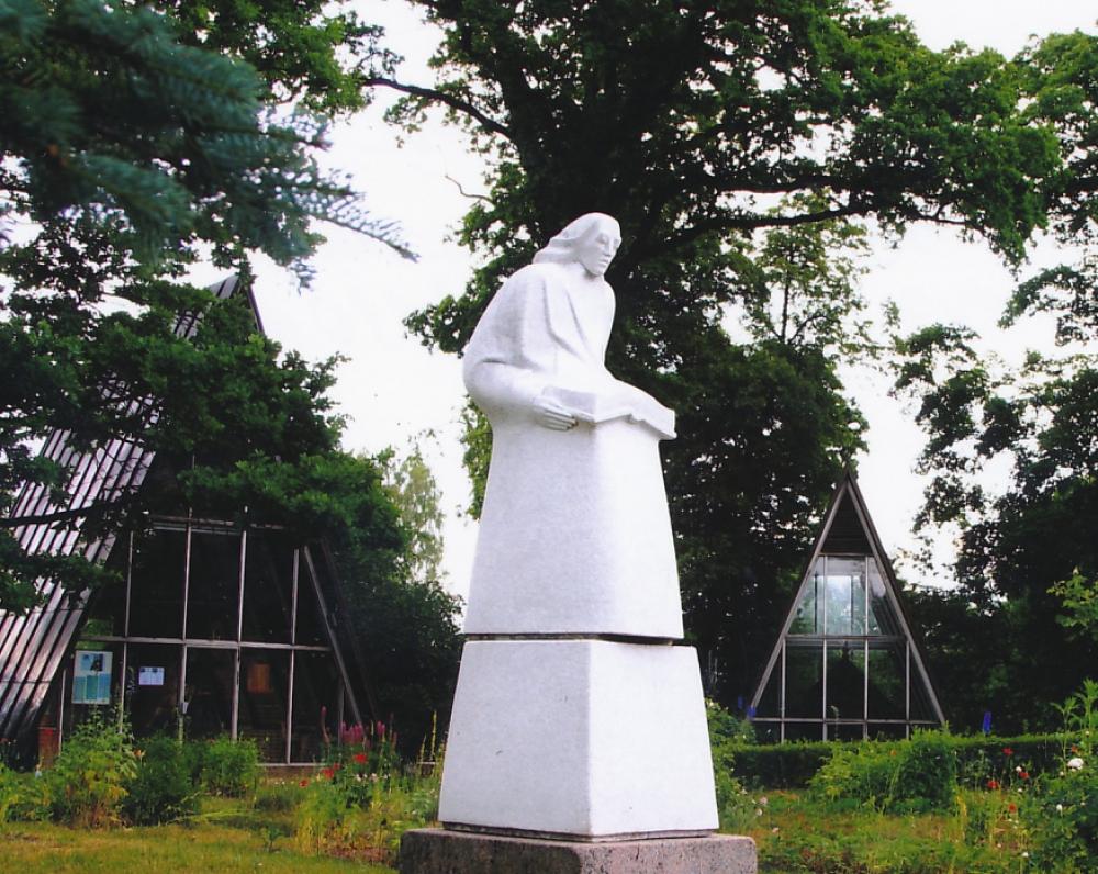 D. Poškos skulptūra Bijotuose (skulptorius Vaclovas Krutinis, 1990 m.)