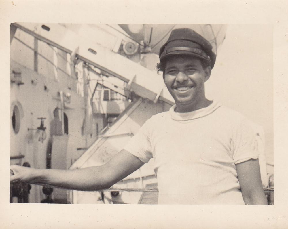 Darbininkas prie laivo. Brazilija, apie 1946–1950 m.