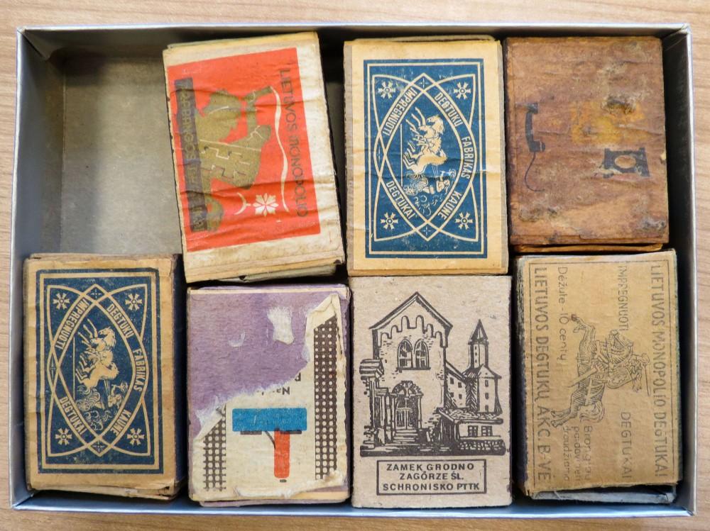 Degtukų dėžutės – 7 vnt. P. Babickas rašo laiške, kad savo kolekcijoje turi Lietuvos degtukų